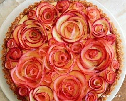 Пирог яблочный с розами